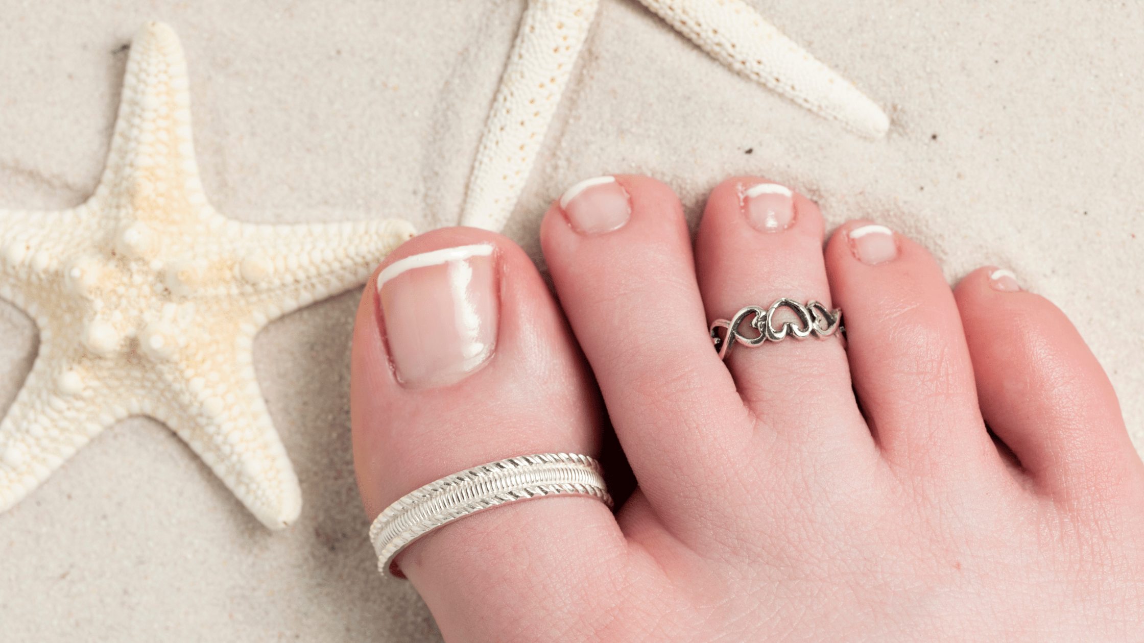 How To Wear A Toe Ring: Captivating Ideas For Beach Season